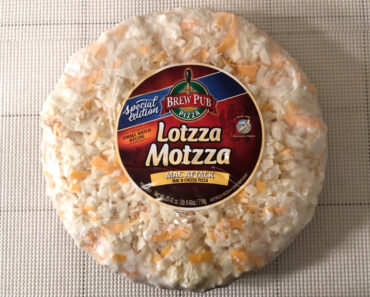 Lotzza Motzza Mac Attack Mac & Cheese Pizza