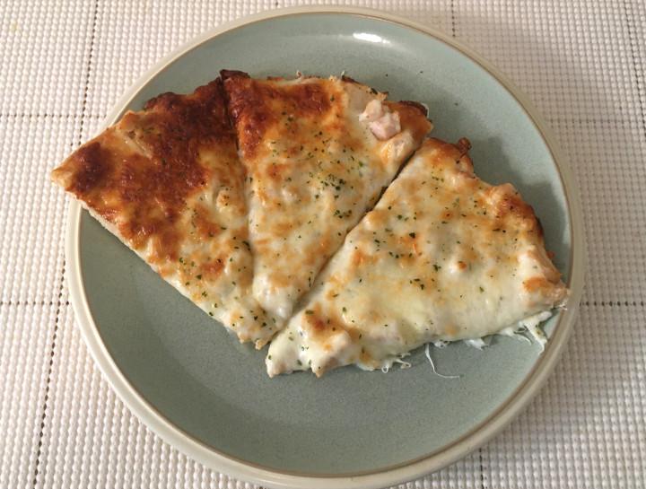 Lotzza Motzza Chicken Alfredo Pizza