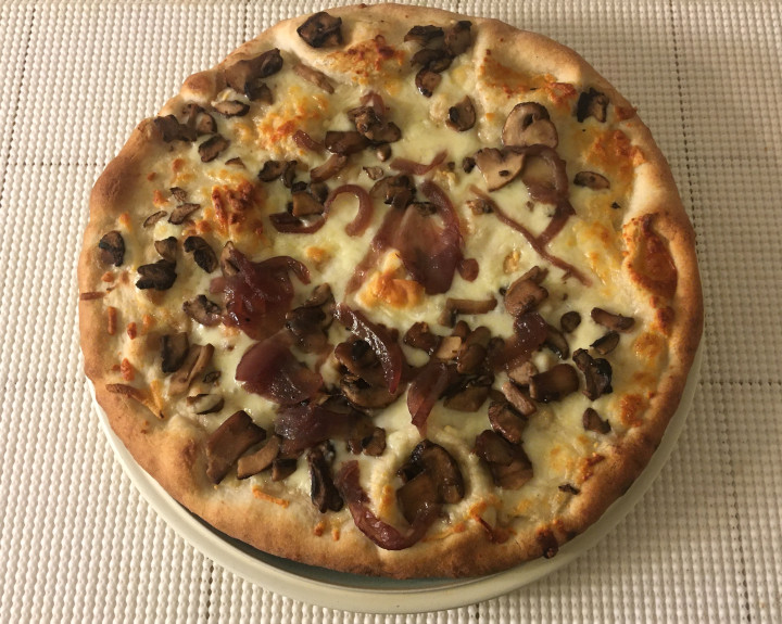 Good & Gather Mushroom & Caramelized Red Onion Wood-Fired Crust Pizza